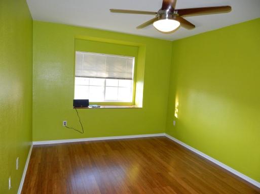 Bedroom in green Paint