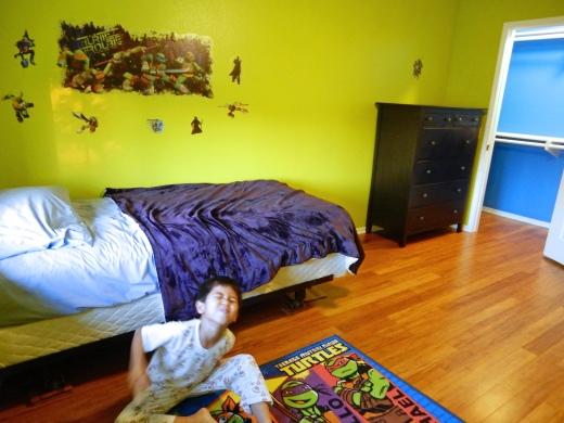 Kid's Bedroom in green paint
