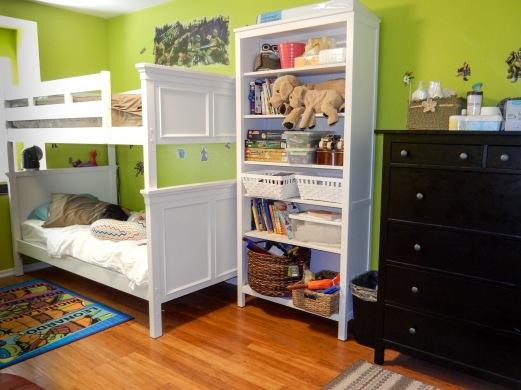 Kid's bedroom organization